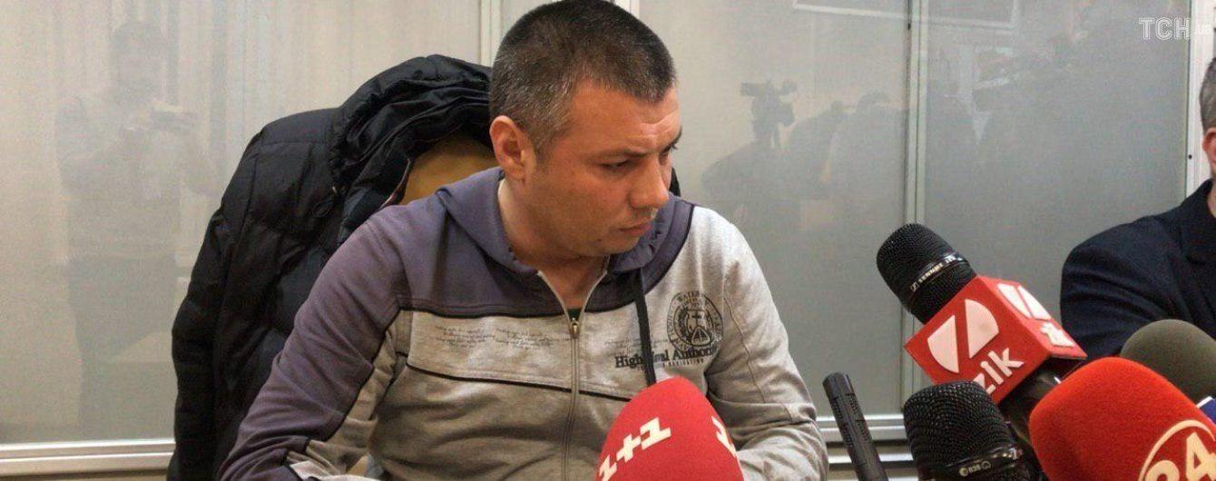 """На суде раскрыли личность полицейского, который избивал активиста со словами """"ложись, Бандера"""""""