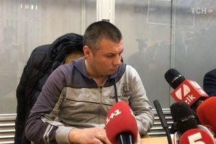 Задержанного за избиение активистов копа взяли под стражу с правом залога