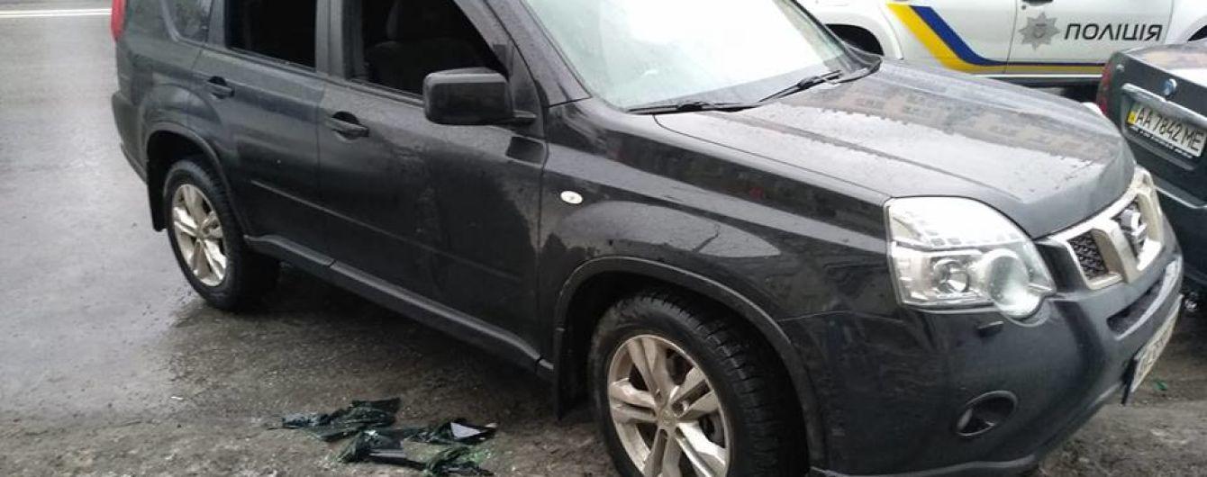 """У Києві невідомі обстріляли авто і викрали сумку з великою сумою, оголошено план """"Перехоплення"""""""