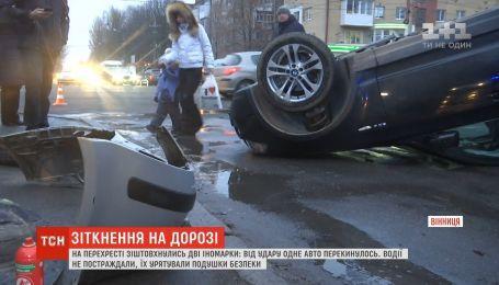 У Вінниці на перехресті зіштовхнулись дві іномарки