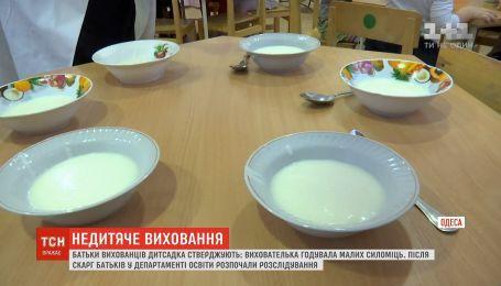 Скандал у дитсадку в Одесі: батьки кількох малюків поскаржилися у департамент освіти на виховательку