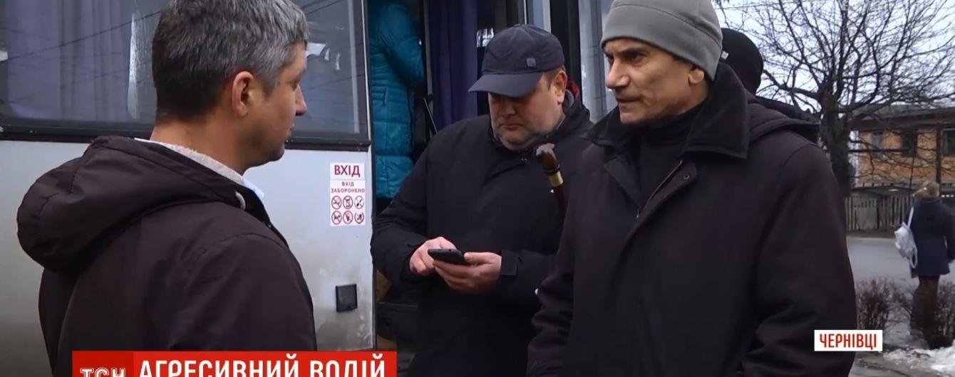 Водитель вытолкал АТОшника из маршрутки в Черновцах