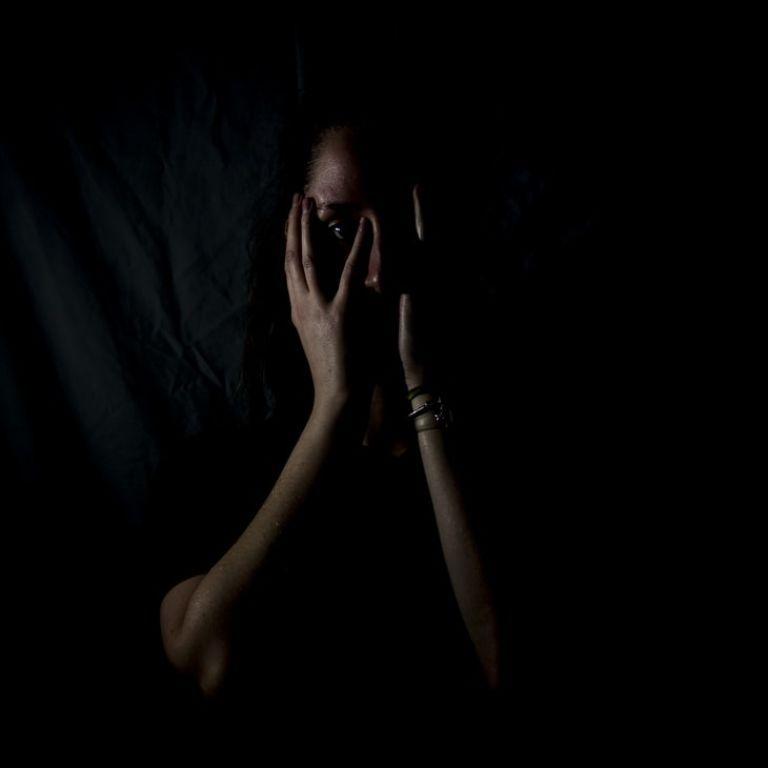 Оскорблял и угрожал: в Киеве наказали мужчину, который психологически издевался над женой