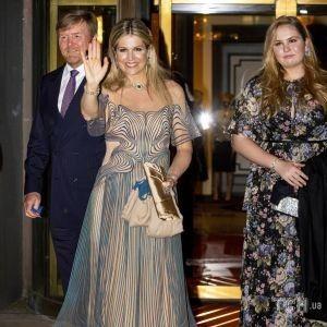 У вечірній сукні і смарагдах: королева Максима з сім'єю на святковому концерті