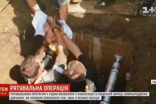 В ЮАР из канализации достали живого младенца