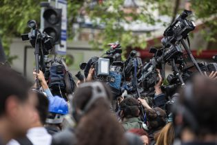 У Зеленського хочуть створити Раду з питань свободи слова і кличуть по одному журналісту із центральних ЗМІ