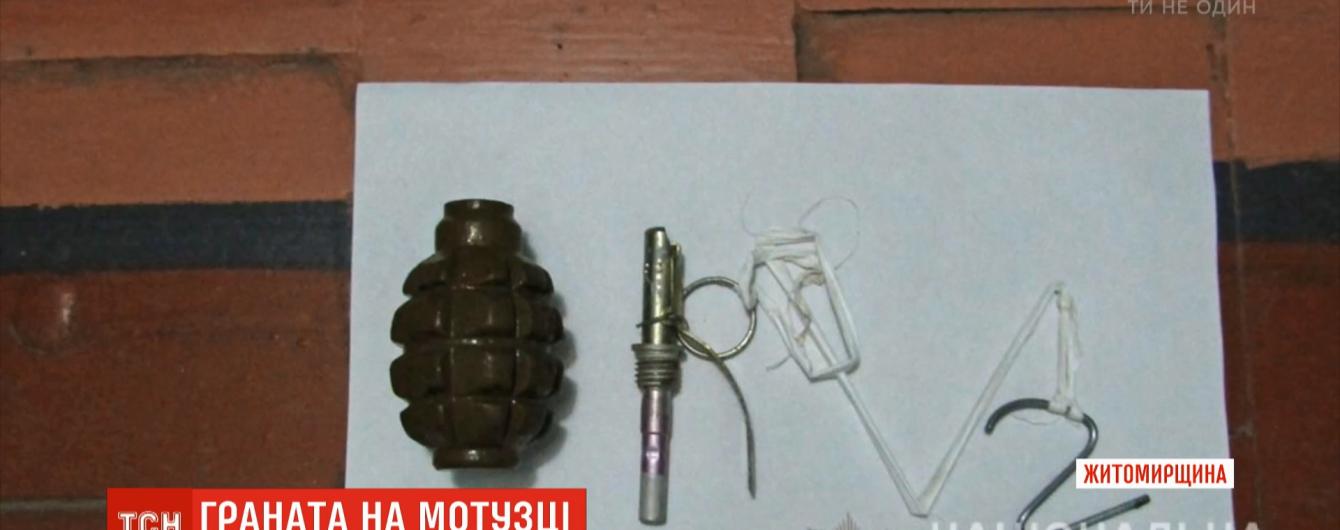 К двери квартиры предпринимателя в Бердичеве прикрепили боевую гранату