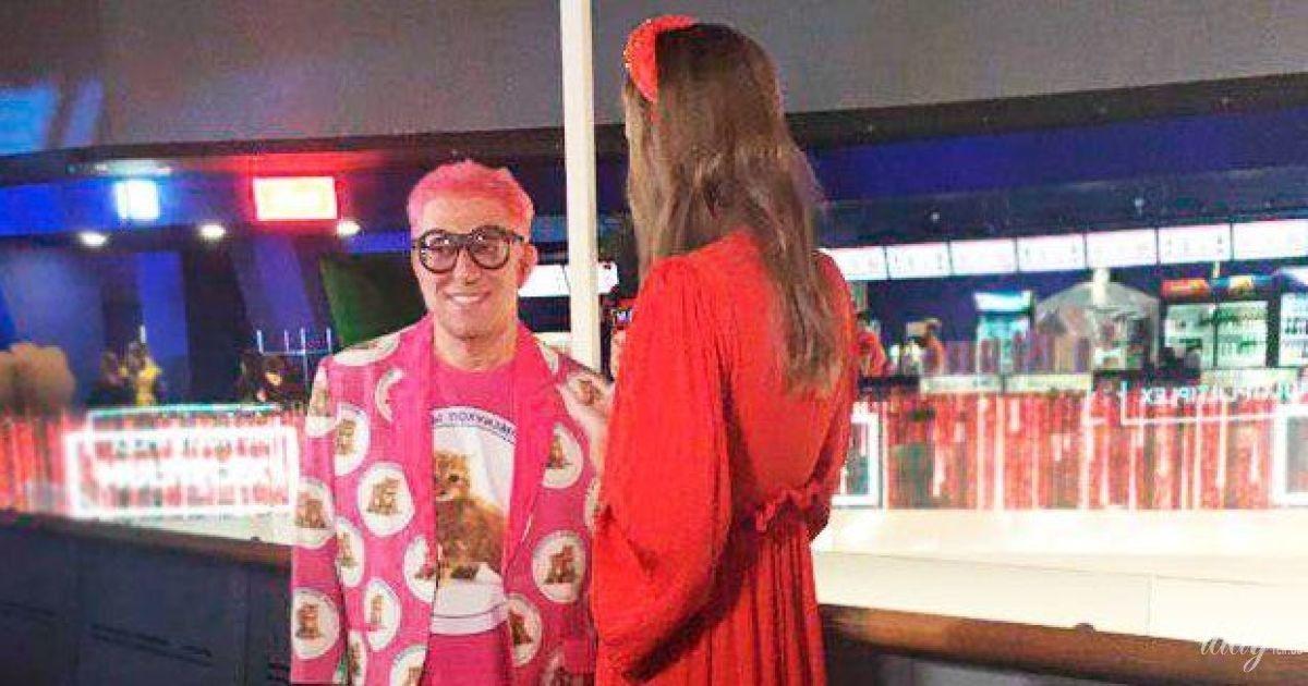 У рожевому костюмі і жовтих панчохах: Гарік Корогодський викликав фурор епатажним образом на прем'єрі фільму