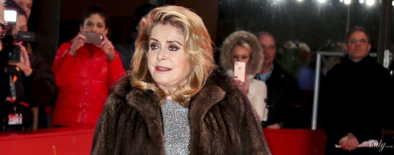 В шубе и блестящем платье: 75-летняя Катрин Денев на кинофестивале Берлинале