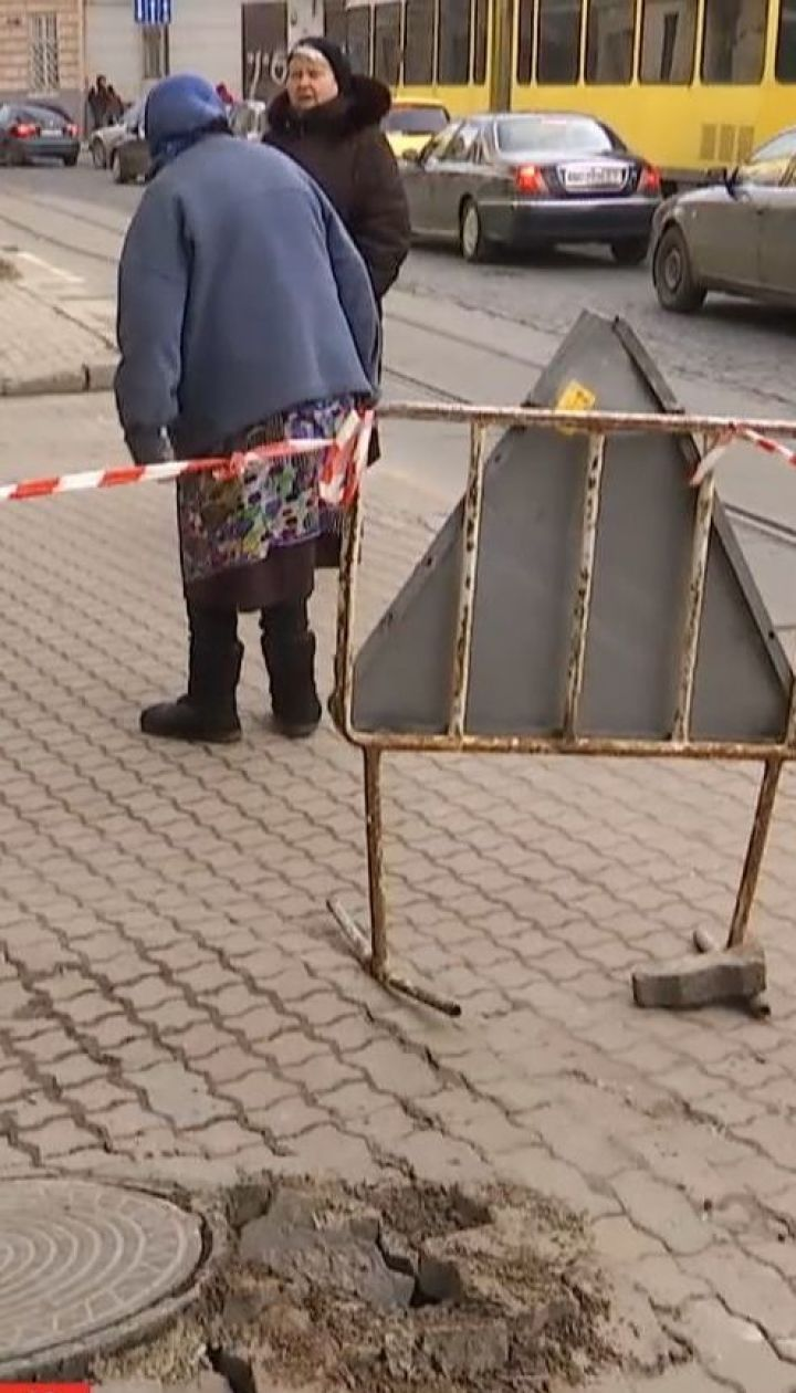 В центре Львова прогремел взрыв в канализационном колодце