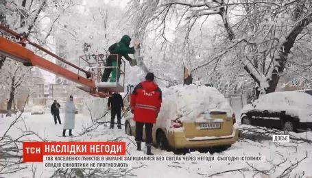 Налипание мокрого снега и порывы ветра привели к обесточиванию 180 населенных пунктов