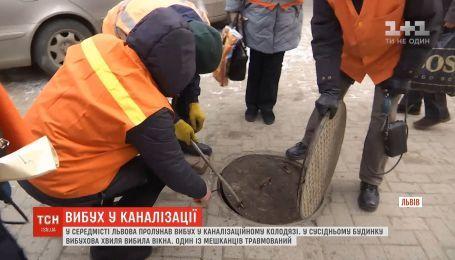 Во Львове произошел взрыв в канализационном люке на пешеходном тратуаре