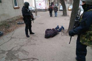 """В Ровно полиция задержала лидера опасной банды, которая """"прессовала"""" бизнесмена из Италии"""