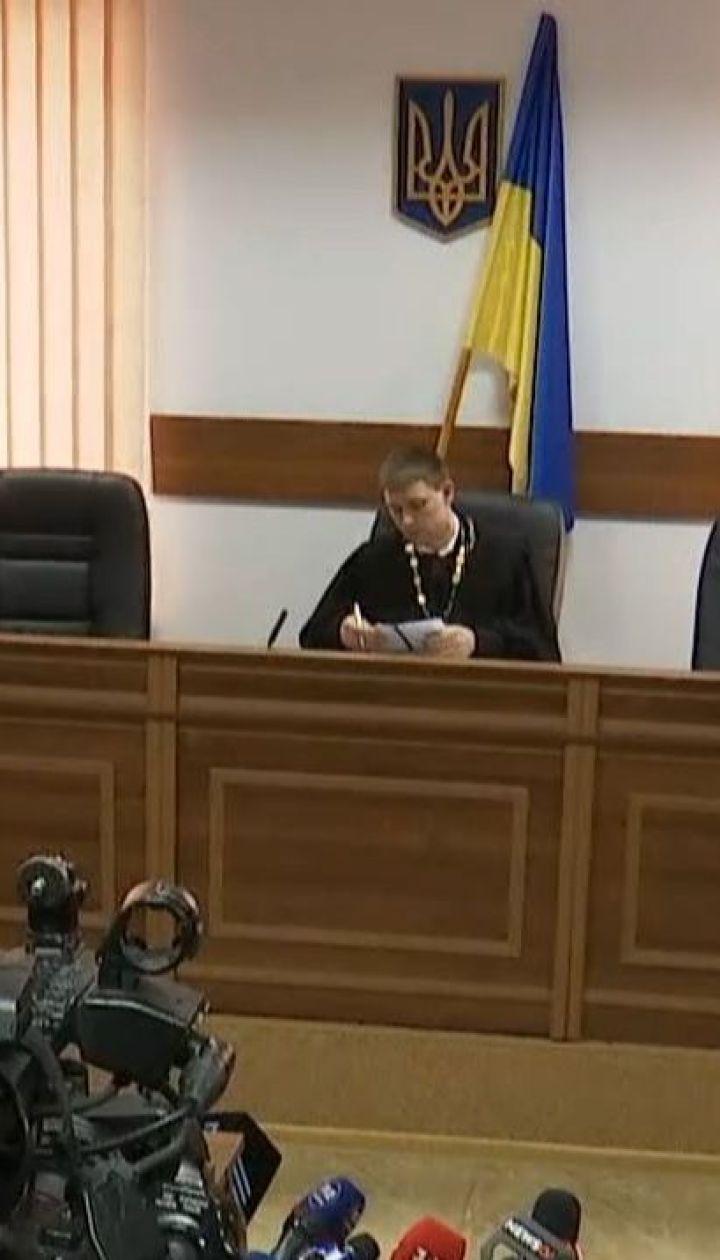 Третю добу поспіль судді не можуть обрати запобіжний захід для Владислава Мангера