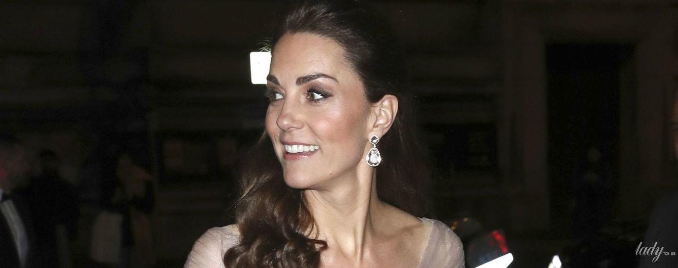Какой нежный образ: герцогиня Кембриджская в платье Gucci посетила гала-ужин в Музее Виктории и Альберта