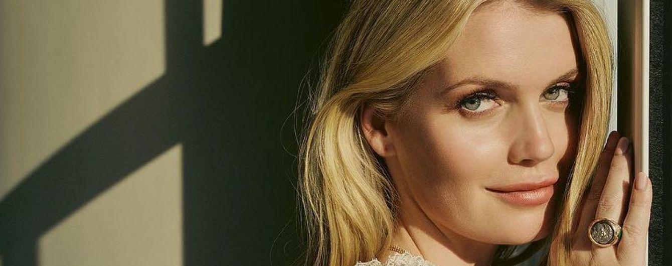 Нежная и страстная: такая разная Китти Спенсер в новой глянцевой съемке