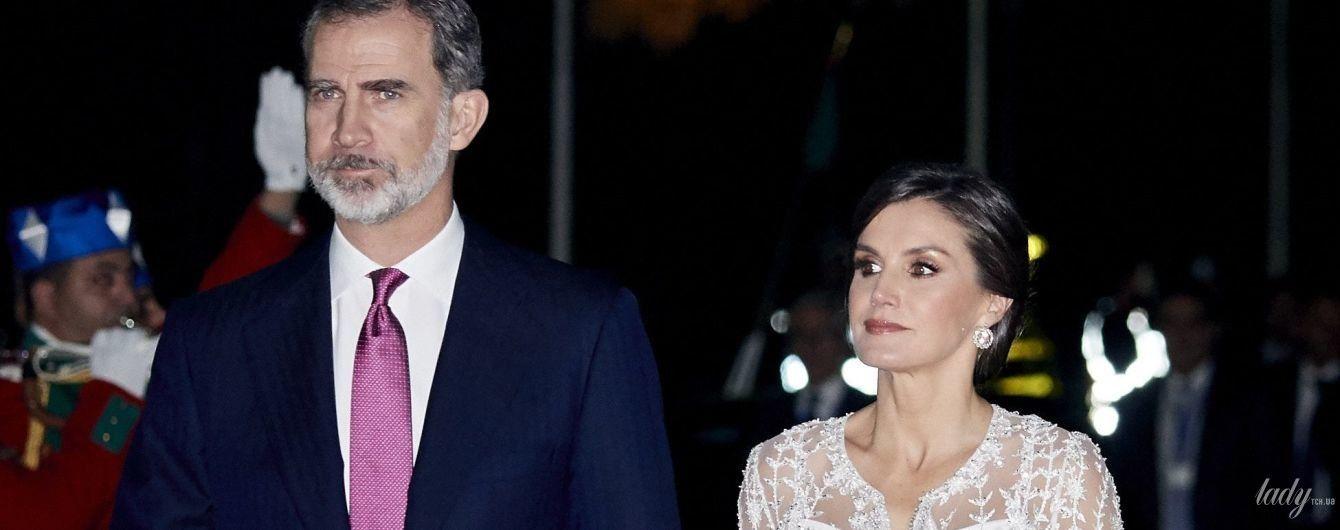 В полупрозрачном платье: королева Летиция и король Филипп VI на торжественном ужине в Марокко