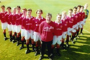 """В Англії помер легендарний тренер """"Манчестер Юнайтед"""", який випустив """"Клас-92"""""""