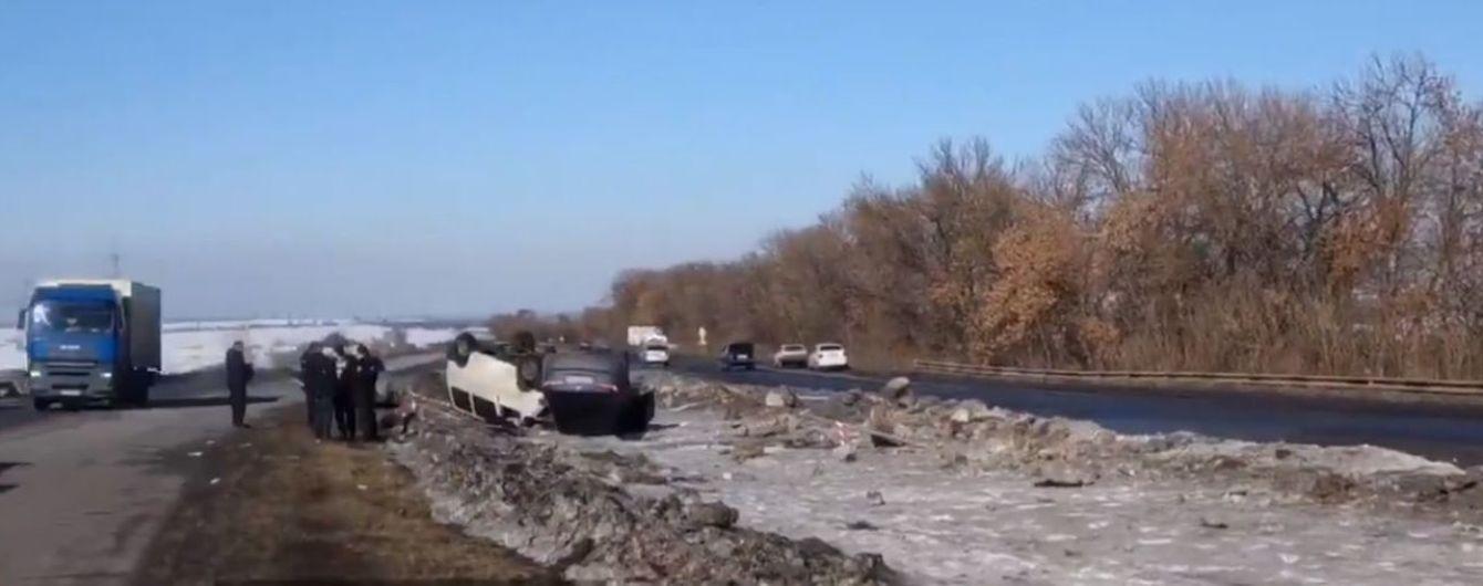 Под Харьковом на трассе перевернулись четыре автомобиля, есть жертвы - соцсети