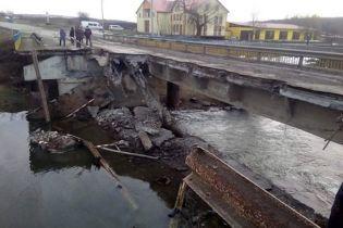 На Тернопольщине обвалился аварийный мост – дорожники обвиняют водителей