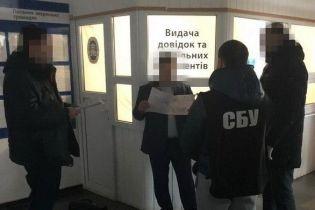 На Житомирщине задержали фискала, который систематически взимал взятки с предпринимателей