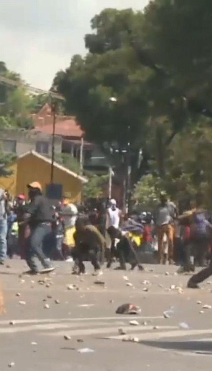Під час масових протестів на Гаїті 78 в'язнів утекли з місця утримання