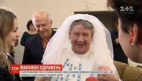 Более двух тысяч пар по всей Украине решили пожениться в День святого Валентина