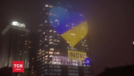 У Києві запалили рекордне електронне серце величиною у 12 поверхів