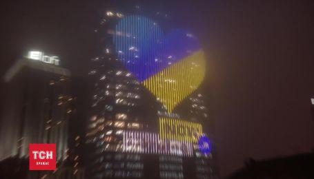В Киеве зажгли рекордное электронное сердце величиной в 12 этажей