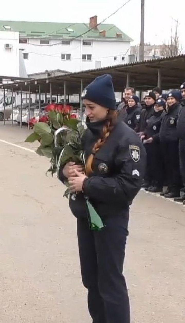 На ранковому шикуванні військовослужбовець ЗСУ освідчився своїй коханій