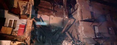 Во Львове в жилом доме с первого по третий этажи обрушилась стена
