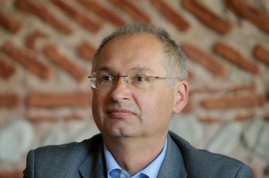 У Словенії депутат склав повноваження через крадіжку сендвіча