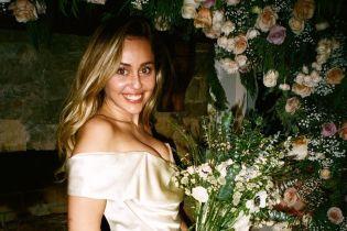 """""""Люблю тебя, мой Валентин"""": Майли Сайрус показала ранее неизданные свадебные фото"""
