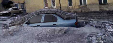 """""""Безкоштовне тонування для машин"""": у Росії жартують про чорний сніг, що випав у Кемеровській області"""