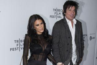 56-летний экс-муж Памелы Андерсон женился на актрисе, которая младше его на 24 года