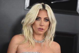Леди Гага под алкоголем набила себе татуировку с ошибкой