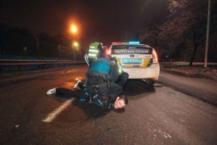 Пьяный водитель на Kia влетел в Nissan и обещал изнасиловать полицию в Киеве