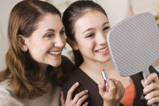 Декоративная косметика для подростка: 7 советов родителям