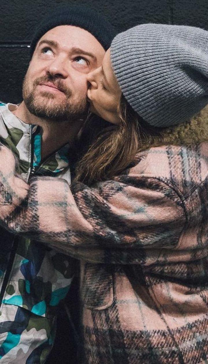 Зацеловала мужа: Джессика Бил показала, как поздравляла Джастина Тимберлейка с праздником