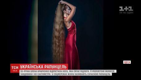 Рапунцель із Одеси: дівчина відростила косу, яка сягає підлоги