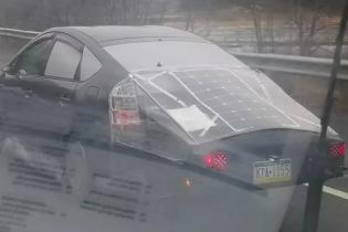 В США засняли Toyota Prius на солнечных батареях