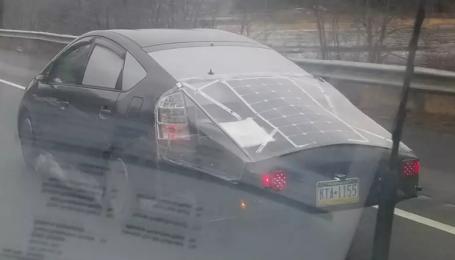 У США зняли Toyota Prius на сонячних батареях