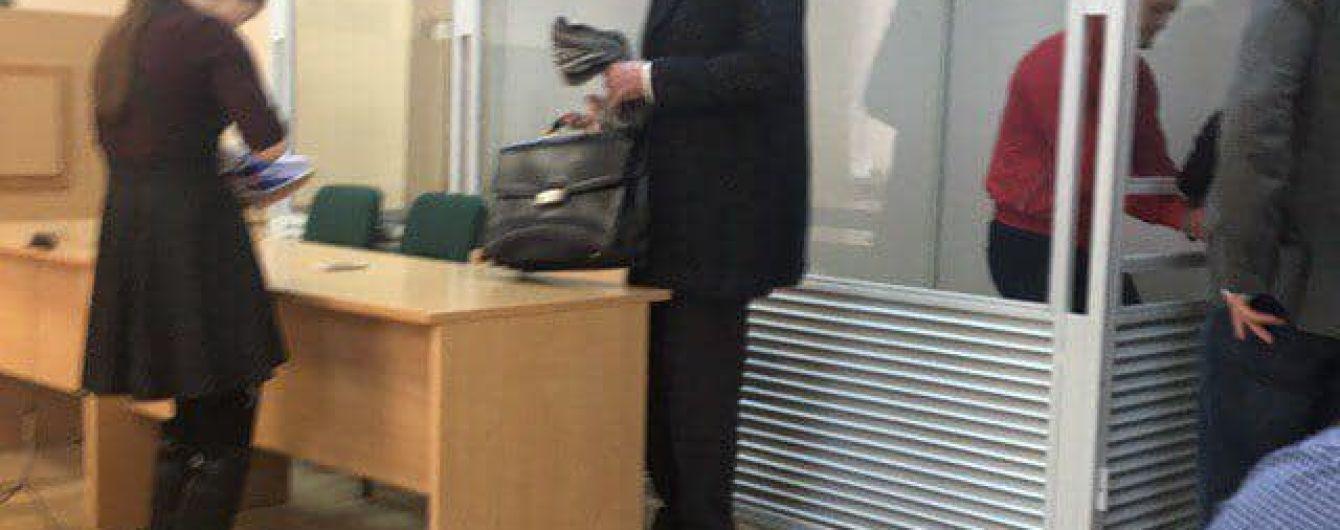 В Ровно суд отправил под домашний арест главаря опасной банды. Его жертва немедленно покидает Украину