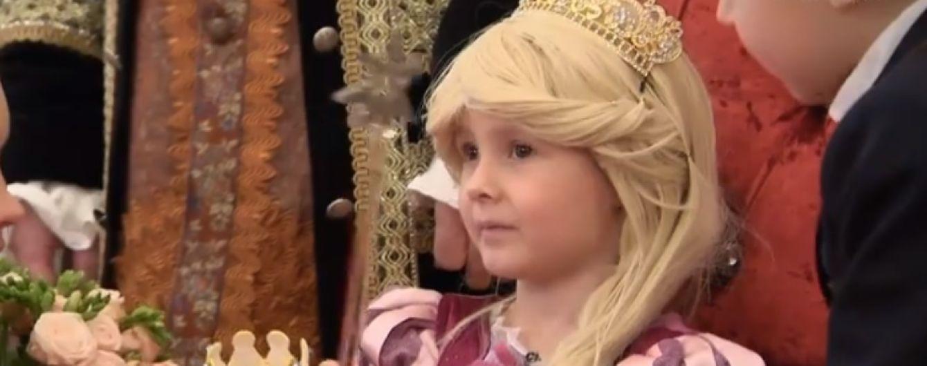 В Киеве для девочки, которая теряет зрение из-за опухоли, устроили бал в президентском дворце
