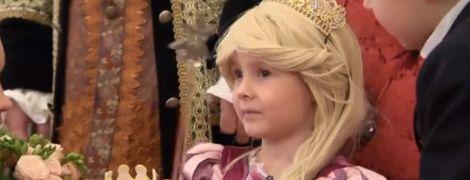 У Києві для дівчинки, яка втрачає зір через пухлину, влаштували бал у президентському палаці
