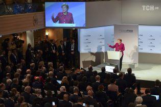 Слезы Меркель и анонс санкций против РФ: конференция по безопасности в Мюнхене проходит эмоционально