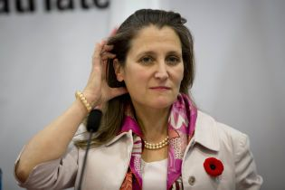 """Глава МИД Канады назвала """"очень простые"""" условия для возвращения России в G7"""