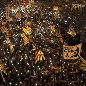 Многотысячные протесты в Барселоне. Власти Испании отказалась от переговоров с каталонцами