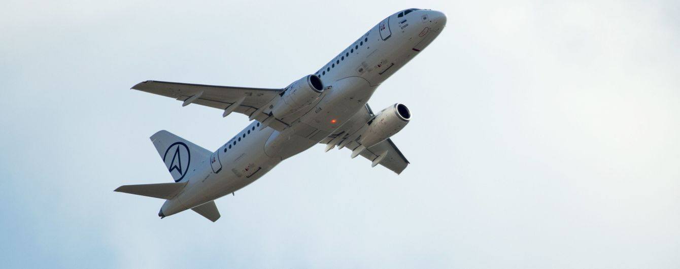 Возле московского аэропорта на недостроенную полосу экстренно сел пассажирский самолет