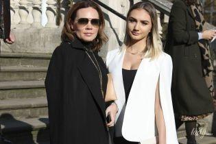 Выглядит стильно: старшая сестра Виктории Бекхэм посетила ее модное шоу в Лондоне
